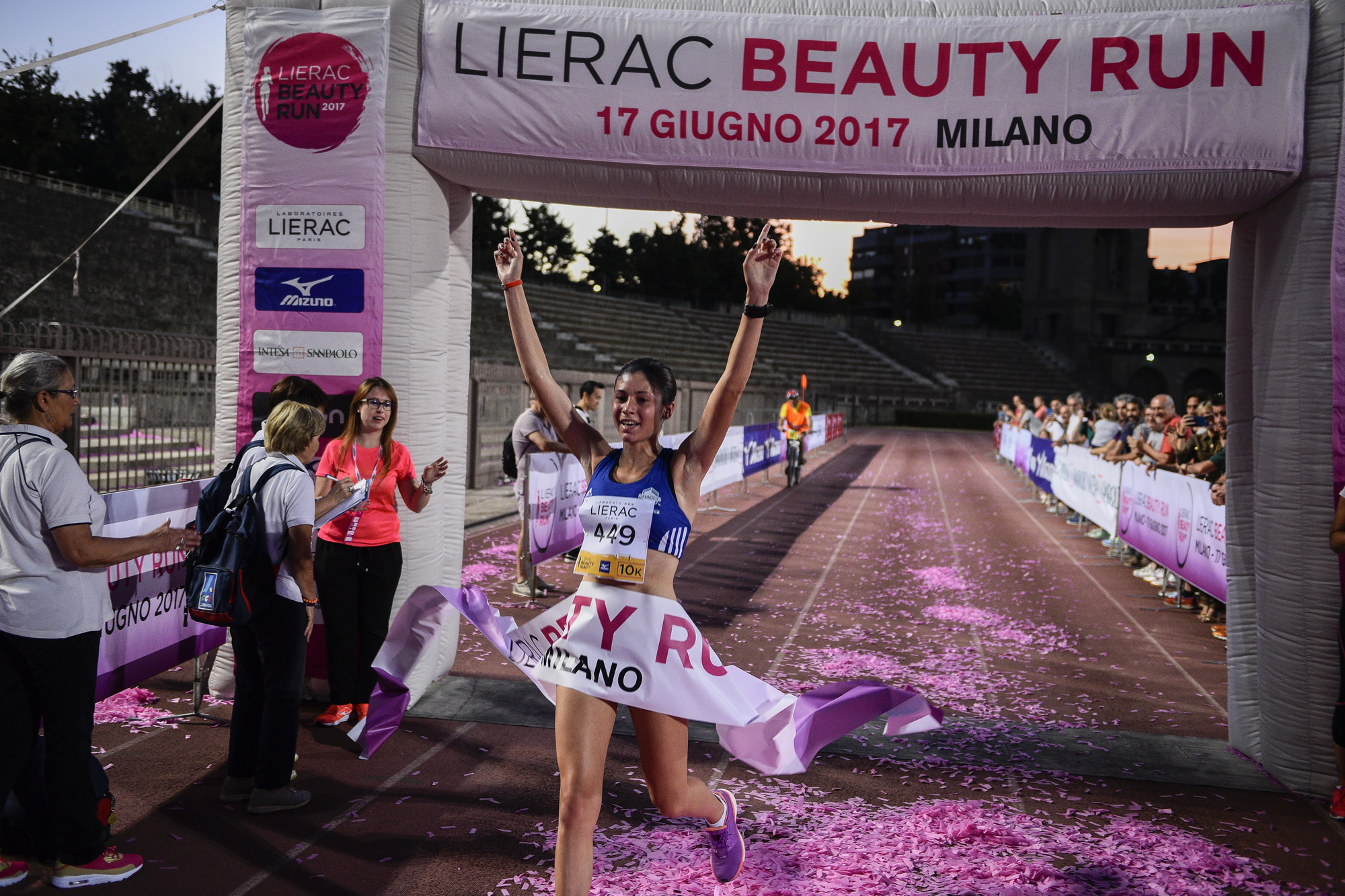 Foto LaPresse - Marco Alpozzi 17 06 2017 Milano ( Italia ) Sport Lierac Beauty Run 2017, la corsa dedicata alle donne. Nella foto: Prima donna 10k Sara Galimberti Photo LaPresse - Marco Alpozzi June 17, 2017 Milan ( Italy ) sport Lierac Beauty Run 2017, the race dedicated to women. in the pic: Sara Galimberti